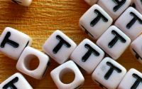 7mm margele albe alfabet litera T cub 100buc