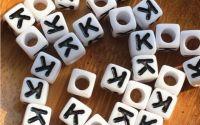 7mm margele albe alfabet litera K cub 100buc