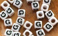 7mm margele albe alfabet litera G cub 100buc