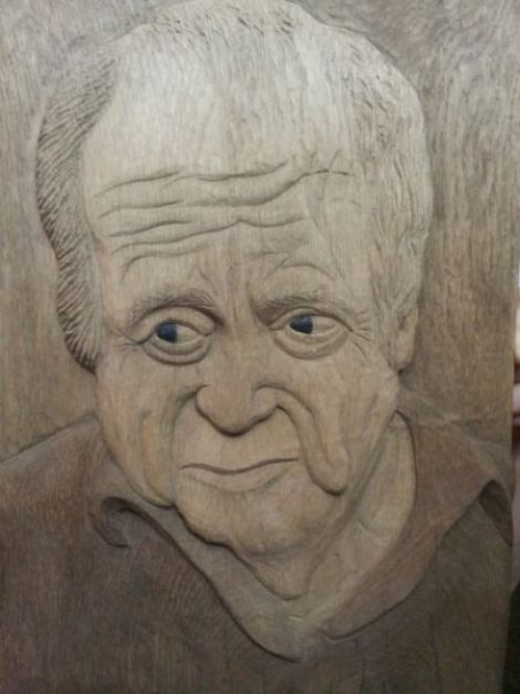 Portret sculptat n lemn