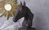 Statueta din rasini cu un cal