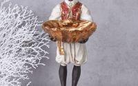 Statueta de african cu un platou