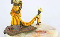 Scrumiera cu o femeie araba