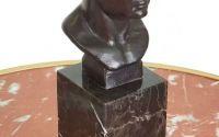 Capul lui Cezar - statueta din bronz pe soclu din