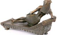 Cleopatra pe canapea- statueta din bronz pe soclu