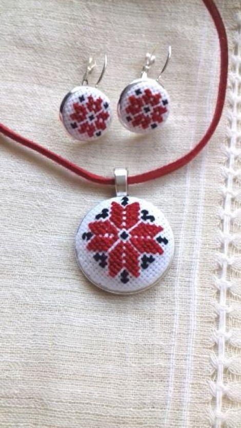 Set bijuterii brodate cu motive traditionale