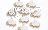 Charm emailat oaie 15x19x1.5mm