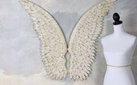 Doua aripi albe din fier forjat