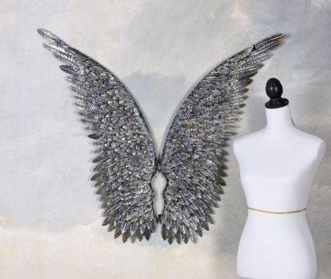 Doua aripi argintii din fier forjat