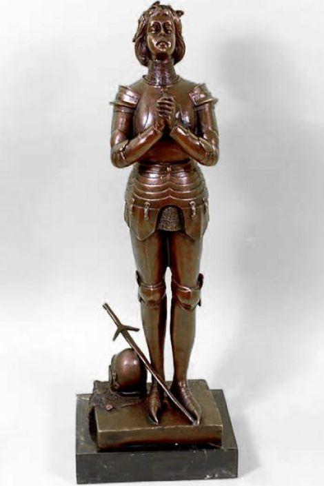 Ioana DArc - statueta din bronz pe soclu din marm