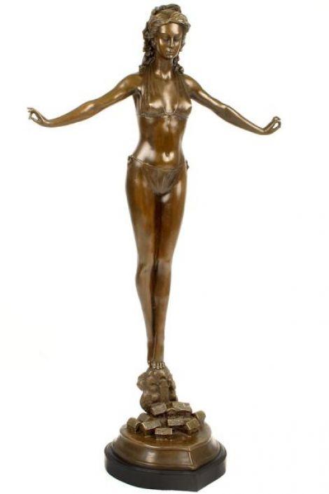Doamna in bikini- statueta din bronz pe soclu din