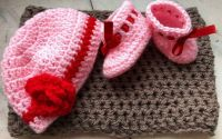 Set botosei si caciulita fetita nou nascut