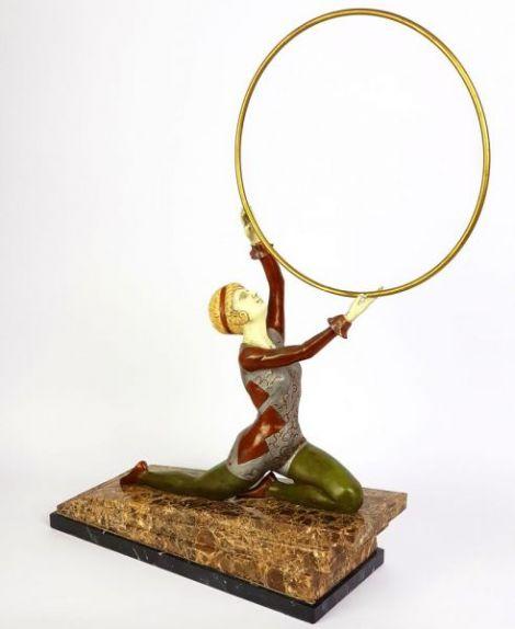 Doamna cu cercul - statueta din bronz