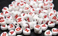100buc margele albe litere rosii alfabet mix inima