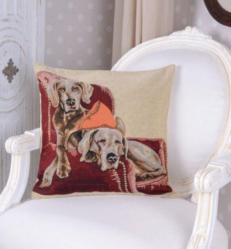 Perna decorativa cu aspect de tapiterie cu doi cat