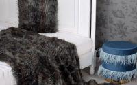 Patura decorativa din blana sintetica neagra