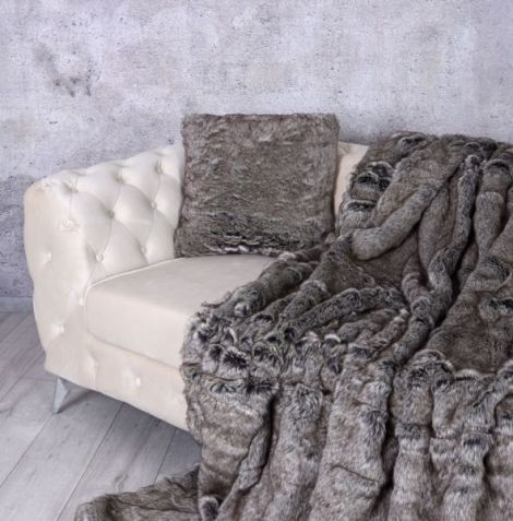 Perna decorativa din blana sintetica grej