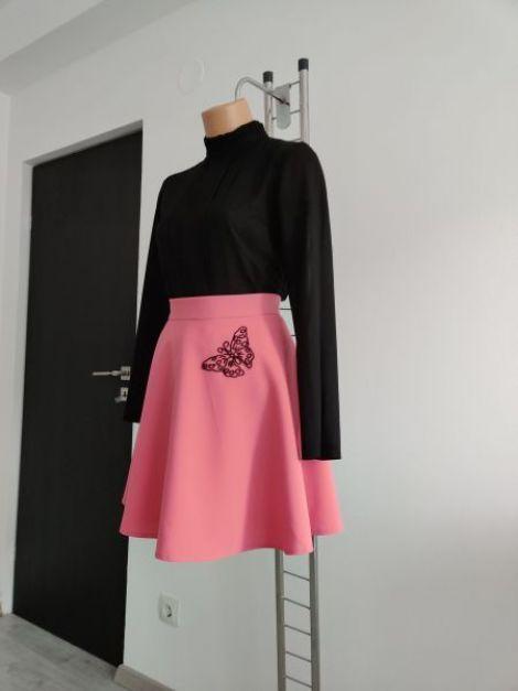 Fusta casual evazata roz cu detaliu cusut manual