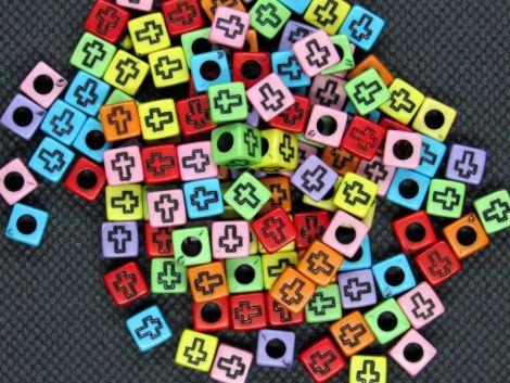 50buc margele acril color cub cruce neagra - 6mm