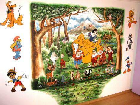 Pictura decorativa pe perete in camera copilului