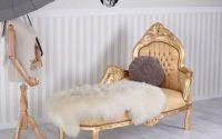 Sofa din lemn masiv auriu cu tapiterie din matase