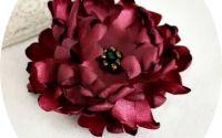 brosa crizantema burgundy