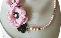 colier cu flori roz pal  perle si cristale