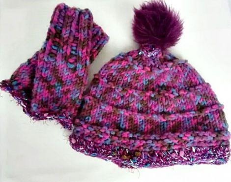 caciula si manusi tricotate