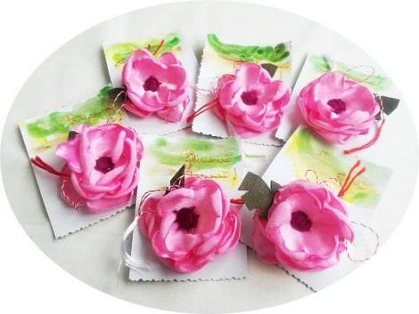 martisor floare de matase  brosa roz