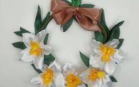 Decoratiune de primavara coronita cu narcise albe