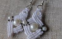 Cercei macrame cu perle.