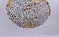 Plafoniera din cristal cu decoratiuni aurii