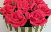 Cutie cu trandafiri din hrtie floristic