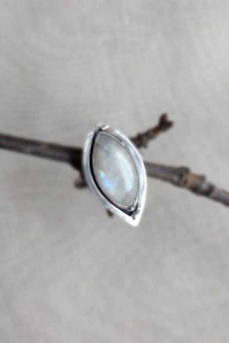 Inel artizanal din argint cu piatra lunii curcubeu
