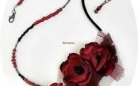 colier cu flori burgund