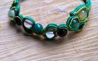 Bratara verde cu snur si pietre semipretioase