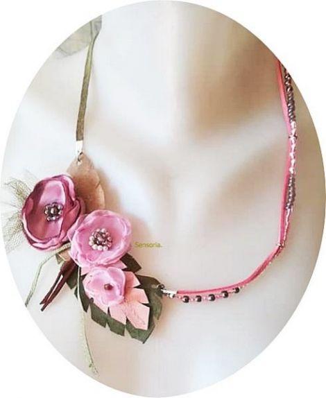 colier floral roz delicat