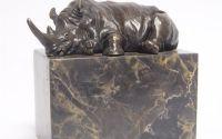 Rinocer-statueta din bronz pe un soclu din marmura