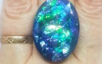 Inel oval albastru cu insertii holografice