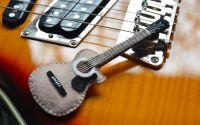 Keepie-cadou chitar acustic din fetru