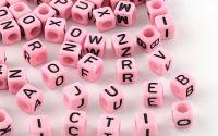 500buc margele litere alfabet cub PearlPink 6mm