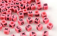 500buc margele litere alfabet cub HotPink 6mm