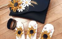 Brosa floarea soarelui - martisor din piele