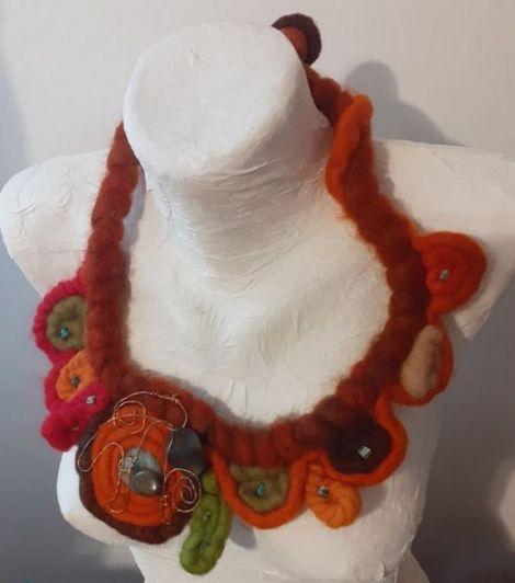 Colier lana naturala impaslita