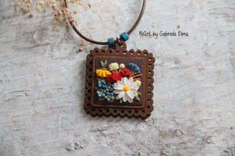 Pandativ lemn cu flori - tip broderie