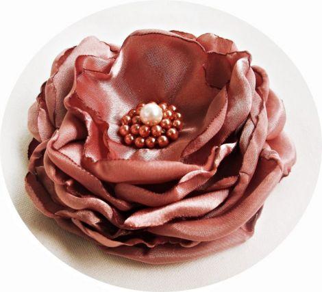 brosa floare roz somon cu perle