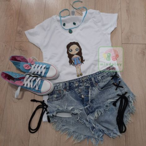 """Tricou """"Just a Girl"""" pictat manual"""