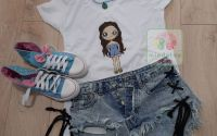 "Tricou ""Just a Girl"" pictat manual"
