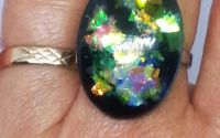 Inel oval in nuante de negru galben verde
