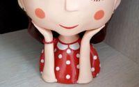 Ghiveci fetita cu bluza rosie